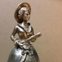 Известный омский микроминиатюрист создал свою скульптуру Любочки