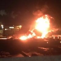 Ночью в Омске загорелся торговый комплекс у вокзала