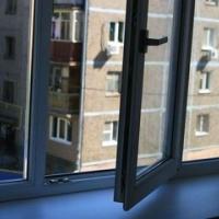 Под окнами своего дома в Омске нашли тело 17-летней девушки