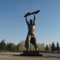 В Омске мемориалы и памятники ВОВ начали готовить ко Дню Победы