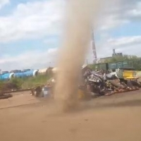 Пылевой вихрь в Советском округе попал на видео омича