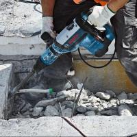 Работа отбойным электрическим молотком