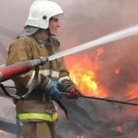 Под Омском более часа тушили пожар в жилом доме