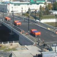 Юбилейный мост в Омске испытывают 12-ю гружеными самосвалами
