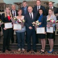Омский победительнице Сурдлимпийских игр подарили сертификат на три миллиона