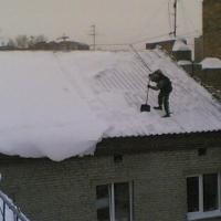 Омским предпринимателям напомнили об уборке снега и наледи