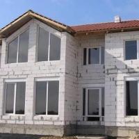 Почему стоит потратиться на постройку загородного дома из блоков?