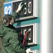 В Омске упали цены на автомобильное топливо