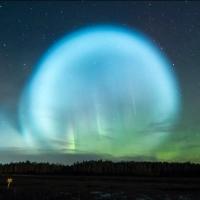 Жители Сибири наблюдали в небе необычный светящийся шар