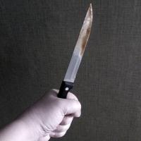 Навязчивый ухажер из Омской области получил ножом в грудь