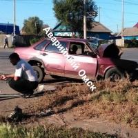 В Омске попытка водителя проскочить на красный закончилась серьезным ДТП