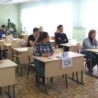 В Омске 300 школьников сдали досрочный ЕГЭ по русскому языку
