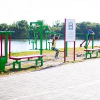 Омичей приглашают на открытие уличных тренажеров в парк 30-летия ВЛКСМ