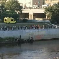 В центре города мужчина прыгнул в реку Омь