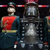 В Омск привезли Кубок Гагарина
