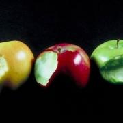 Омичи почтят память Стива Джобса надкусанными яблоками