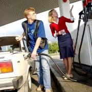 Блогеры назвали омский бензин самым дешевым