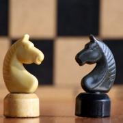 Омские бизнесмены обыграли школьников и шахматистов