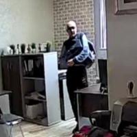 В омском бизнес-центре сумочку украли прямо под камерой видеонаблюдения