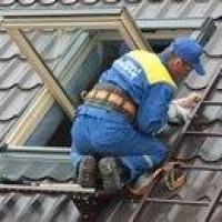 В Омске мужчина пострадал, ремонтируя крышу своего дома