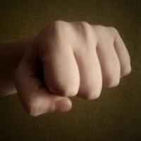 В Омской области рецидивист из мести избил малыша