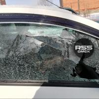 В Омске неизвестные обстреляли из пневматики четыре автомобиля