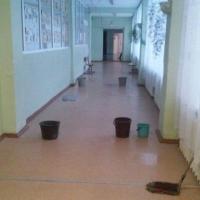 В омской школе протекает крыша