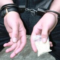 Росгвардейцы поймали четверых омичей с наркотиками в карманах