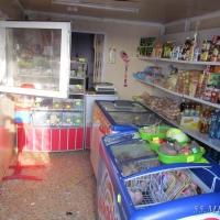 Трое парней ограбили поселковый магазин и увезли похищенное в Омск