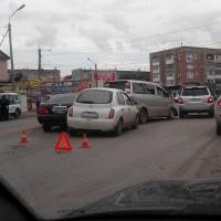 В Омске возле стройрынка произошло тройное ДТП