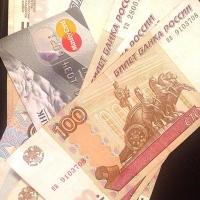 Чиновники в Омской области стали получать на 600 рублей меньше