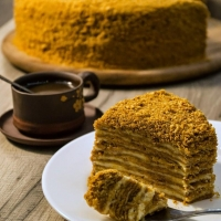 Как приготовить вкусный медовик: простой рецепт наших бабушек