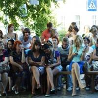 В Омске случайные прохожие застали уличный спектакль