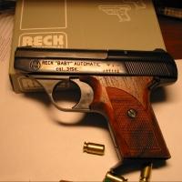 Полицейский Омска продал краденный газовый пистолет за 10 тысяч рублей