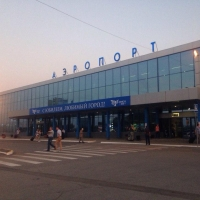 В Омске при посадке на борт инвалида повредили самолет до Москвы