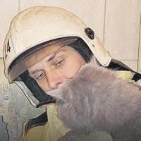 Пожарные ради кошки проломили стену квартиры в Омске