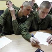 В Госдуме раскритиковали идею давать студентам некоторых вузов отсрочку от армии