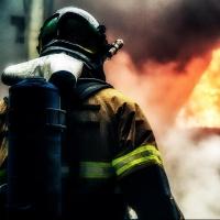 В Омске на 11 этаже многоэтажки сгорела квартира