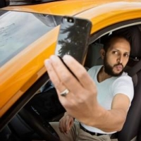 В Омске 24-летний таксист украл у пассажира телефон