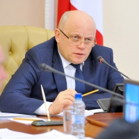 Вернувшись со встречи с Медведевым, Назаров занялся трудоустройством выпускников