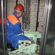 Управляющие компании подключились к ремониту лифтов