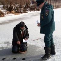Спасатели просят омичей не торопиться выходить на зимнюю рыбалку