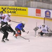 Команда Правительства области выиграла в хоккей у омских журналистов