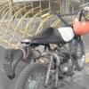 По улицам Омска ездит самодельный мотоцикл с сапогом на выхлопной трубе