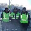 Омские инспекторы ДПС спасли семью с ребенком из загоревшейся иномарки