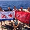 В честь Дня победы омские и питерские дайверы водрузили знамя Победы на затонувший корабль