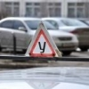В Омске судебные приставы арестовали учебные автомобили у муниципальной автошколы