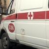 В Омске машина «скорой» наехала на пешеходное ограждение