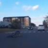 В Омске на проезжей части упал несовершеннолетний велосипедист