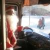 Дед Мороз разъезжает по Омску на трамвае